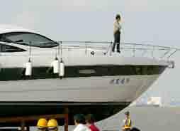 上海身价1600万豪华游艇下水