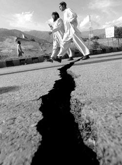 印巴地震死亡人数逼近两万我国承建工程仍继续