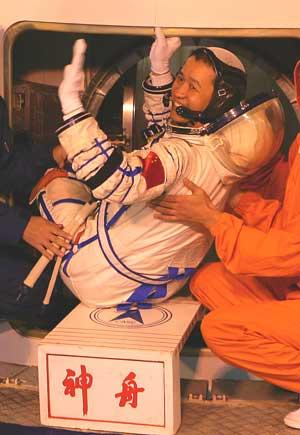 报国在神舟--探访两位航天员的成长故事(附图)
