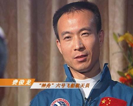 央视《面对面》专访凯旋返航的费俊龙聂海胜