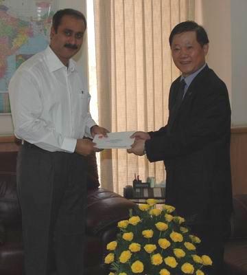 中国红十字总会向印度捐赠地震救灾款