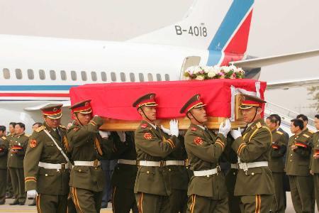 约旦爆炸三名遇难中国人员遗体抵达北京(组图)