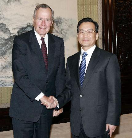 温家宝会见美国前总统布什及法国前总理