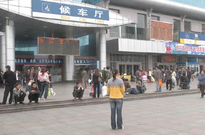 人贩子常年在贵阳火车站周边设局拐卖少女(图)