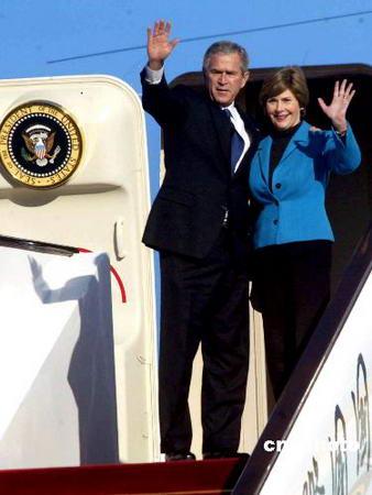 图文:美国总统布什结束访华