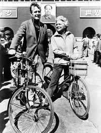 老布什的中国缘:曾骑永久牌自行车走街串巷