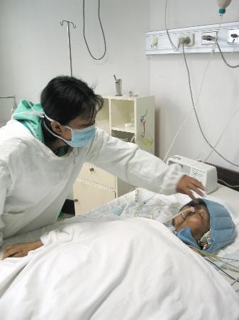 重症母亲无钱看病火葬场等死折射农民医疗困境