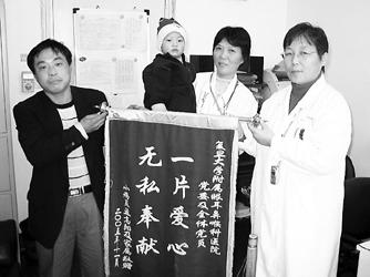 本报讯(记者陈浩)本报6月18日《抱儿苦等狠心妻子》和11月10日《医生