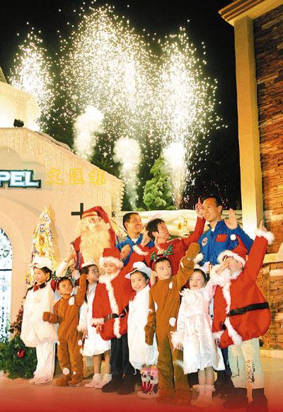 祝福香港神六双雄把愿望系上圣诞许愿树
