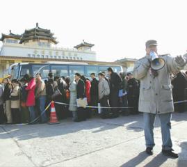 北京研究生招聘会目击:3万人排开数条长龙(图)