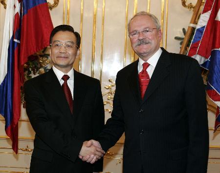 温家宝会见斯洛伐克总统双方同意加强合作交流