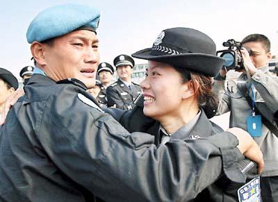 赴海地维和警察完成任务返回广州(图)