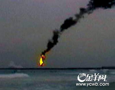 业余摄影爱好者拍摄的图片显示飞机坠毁的一瞬间.