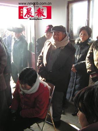 内蒙古客车坠入黄河:年轻人奋勇救出未婚妻