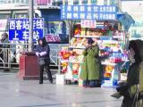春运火车站三乱调查:售假者将其当作致富乐园
