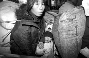 北京西站春运加开临客54对增设百个售票窗口