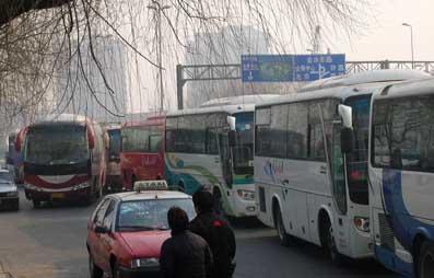 常兜圈拉客淮阳线高速车车主不欢迎 24辆客车进新家遭拒高清图片