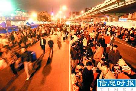 广州站首次封路作候车区应对20万旅客
