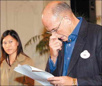 香港迪斯尼再道歉总裁哽咽承认令孩童失望(图)