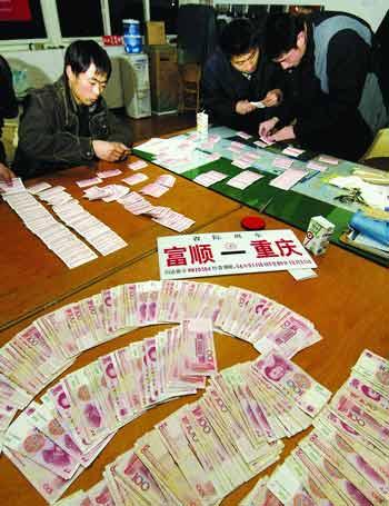 重庆破获春运最大倒票案收缴车票508张(图)