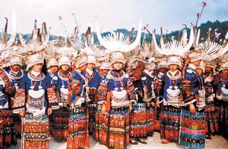 海外收购团蜂拥入黔 苗族千年服饰遭掠夺性抢购