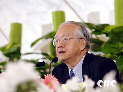 吴敬琏称政府资源配置权力过大(实录)
