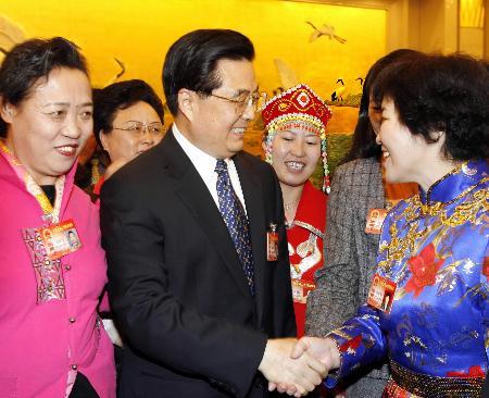 胡锦涛等八常委参加代表团审议讨论(组图)