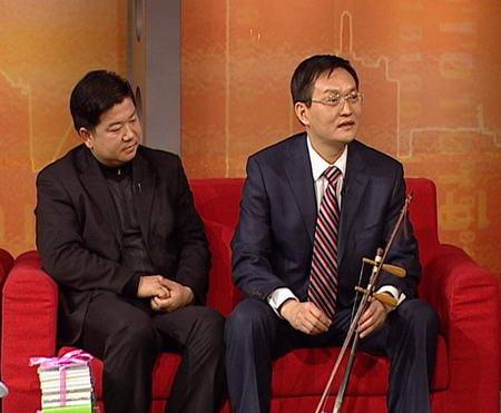 贵族色昝_朱少清与昝圣达在会客厅演播室