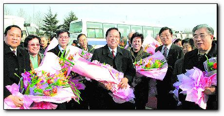 在沪全国政协委员昨返回上海