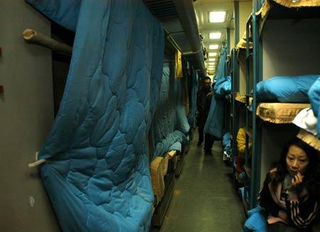 T70次列车风沙中受损未换车体引起乘客质疑