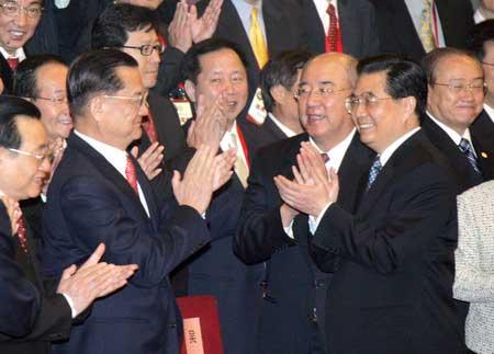 胡锦涛:开展平等协商是实现两岸和平必由之路