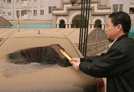 北京降今春最严重浮尘上风地带仍有沙尘暴(图)