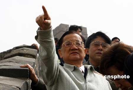 组图:连战为北京八达岭长城题字