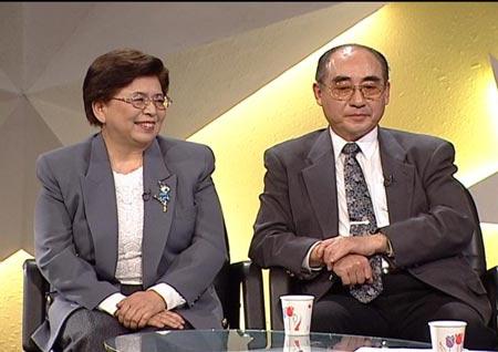 庄则栋与妻子做客新闻会客厅