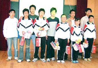 扬大学生携手民工子弟办起 爱心节