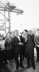 """连战参访洋山港侧记:你们实现了中山先生遗愿期待"""""""