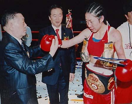 22岁世界级职业女拳王高丽君