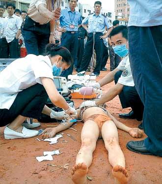 戏水男童工命殒地水塘;; 重庆红衣男孩死亡相关重庆红 重庆红衣男孩图片