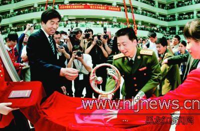 哈尔滨工业大学郭海欣-杨利伟深情赞誉哈工大 代表航天员感谢对航天事业的贡献