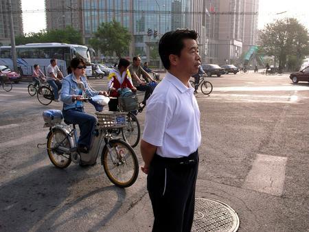 北京环保局副局长回应步行上班作秀说