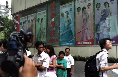 深圳高度重视香港记者采访富华美容医院遭围打