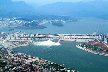 三峡大坝封顶纪念:100多名建设者献出生命