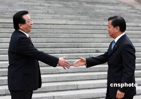 曾庆红会见菲律宾副总统盛赞南海开发进展