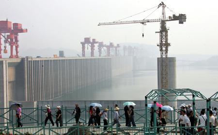 围堰爆破标志三峡工程转入大坝挡水发电期