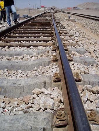 组图:青藏铁路南山口站新旧铁轨在这里交接