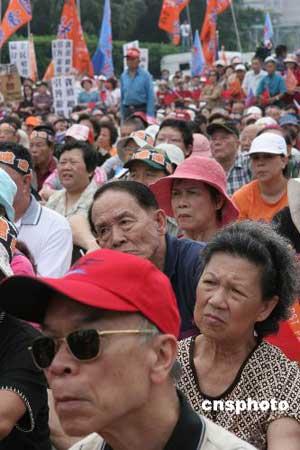 国亲今日在高雄台北同步发动罢免陈水扁活动