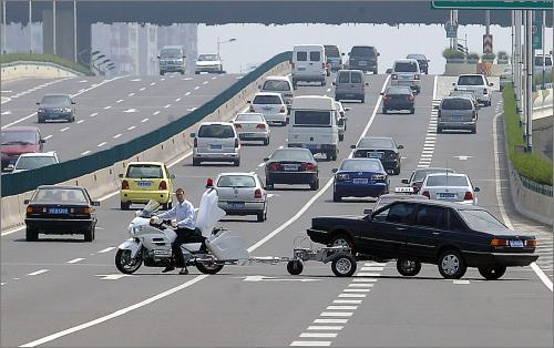 上海高架交警装备大功率摩托牵引清障车
