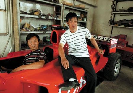 赵氏孤儿手工做出四辆F1(图)