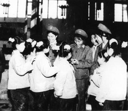 资料图片:唐山孤儿院的儿童们得到精心的照顾