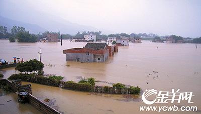 新闻中心 国内新闻 > 正文    龙川登云镇东山村山洪暴发,全村被水淹